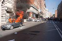 Roma  15 Ottobre 2011.Manifestazione contro la crisi e l'austerità. Automobile incendiata in via Cavour