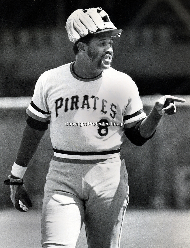 Pittsburg Pirate Willie Stargell wears his glove on his head to stop the Candlestick Park wind blow his cap off. (1973 photo by Ron Riesterer)