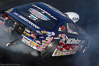 GAINESVILLE, FLORIDA: Kurt Johnson performs a burnout in his Chevrolet at the 2006 NHRA Gatornationals in Gainesville, Florida, USA.