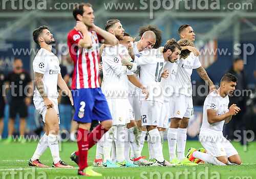 Players of Real before last penalty shot of Cristiano Ronaldo of Real Madrid at football match between Real Madrid (ESP) and Atlético de Madrid (ESP) in Final of UEFA Champions League 2016, on May 28, 2016 in San Siro Stadium, Milan, Italy. Photo by Vid Ponikvar / Sportida