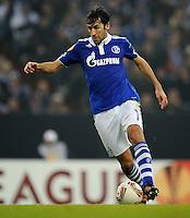 FUSSBALL   EUROPA LEAGUE   SAISON 2011/2012  SECHZEHNTELFINALE FC Schalke 04 - FC Viktoria Pilsen                          23.02.2012 Raul (FC Schalke 04) Einzelaktion am Ball