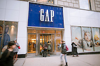 Shoppers outside a Gap store in the Herald Square shopping district in New York Thursday, February 20, 2014.   The Gap announced that it would set $9 per hour as its minimum hourly rate for U.S. employees and raise it to $10 next year.  65,000 of the company's 90,000 employees will receive the pay raise. The new hourly wage effects all Gap owned retail including Banana Republic and Old Navy. (© Richard B. Levine)