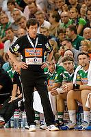 Trainer Velimir Petkovic (FAG) verfolgt das Spiel