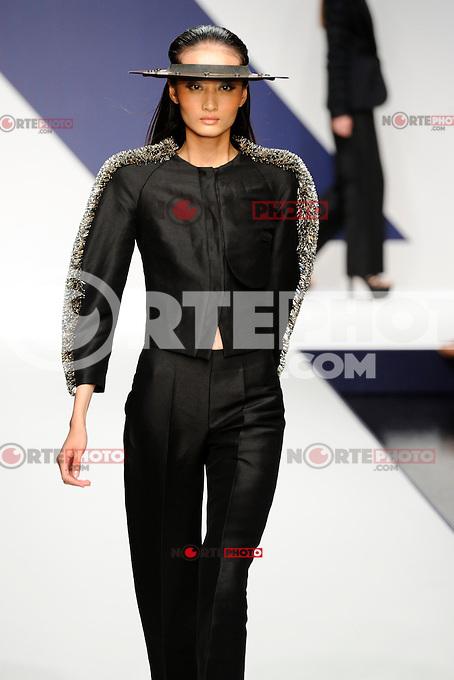 MILAN, ITALY - SEPTEMBER 20: A model walks the runway at the Krizia Spring/Summer 2013 fashion show during Milan Fashion Week on September 20, 2012 in Milan, Italy &copy;&nbsp;Flavio Lo Scalzo/AGF/MediaPunch Inc. ***NO ITALY*** /NORTEPHOTO.<br /> <br /> *SOLO*VENTA*EN*MEXICO*