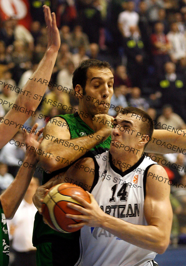 Partizan player Nikola Pekovic, right, is challanged by Roberto Duenas, left, from Joventut Spain, during their group B Euroleague basketball match in Belgrade, Serbia, Wednesday, January 03, 2007. (Srdjan Stevanovic)<br />