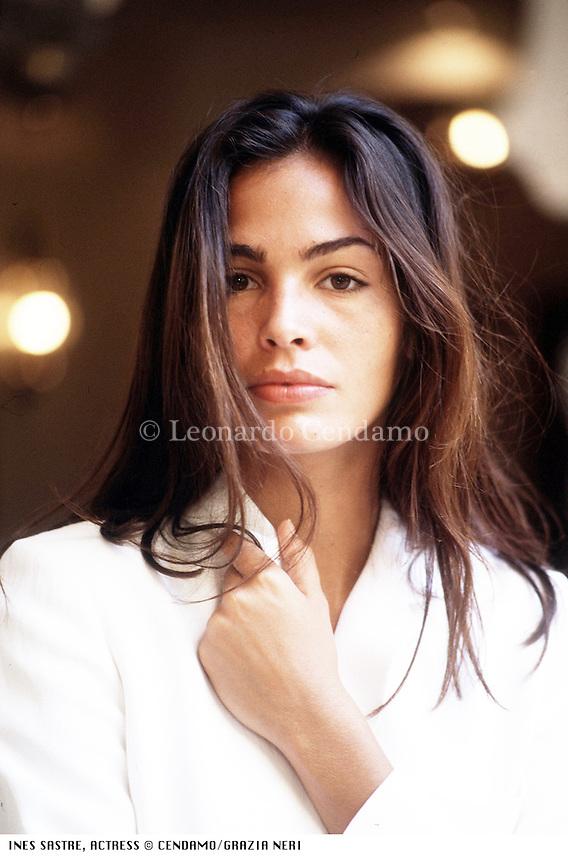 Modella raffinata e di grande cultura, la spagnola Inés Sastre, 38 anni, oggi è ambasciatrice dell'Unicef. Oltre alla moda ha intepretato numerosi film. Lido (Venezia) settembre 1995. © Leonardo Cendamo