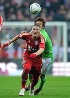 FUSSBALL   1. BUNDESLIGA  SAISON 2011/2012   19. Spieltag FC Bayern Muenchen - VfL Wolfsburg      28.01.2012 Bastian Schweinsteiger (li, FC Bayern Muenchen) gegen Koo Ja Cheol (VfL Wolfsburg)