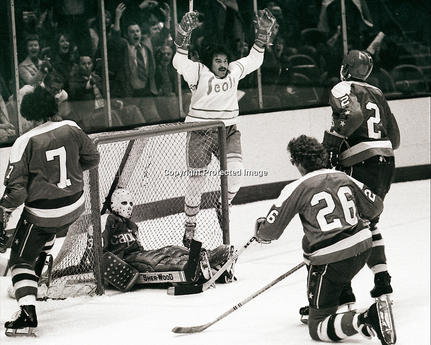 California Seal Wayne King celebrates a goal against the Washington Capitals, Yvon Labre, Jack Lynch Nelson Pyatt and goalie Bernie Wolfe 1976. photo/Ron Riesterer