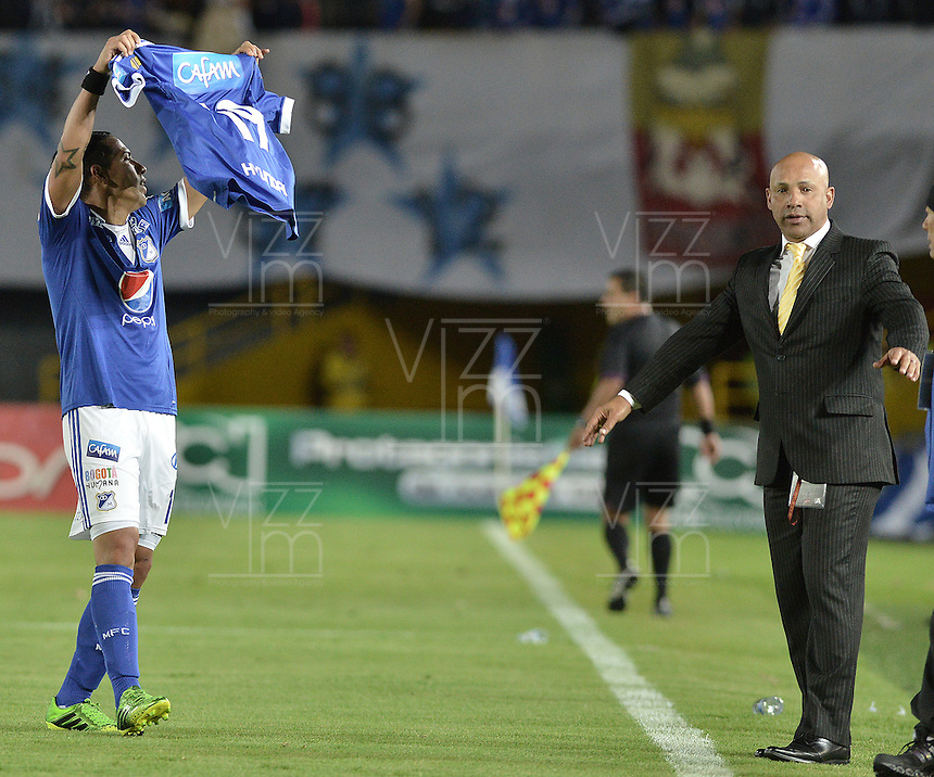 BOGOTÁ -COLOMBIA, 31-08-2013. Dayro Moreno (I) de Millonarios celebra un gol en contra de Huila durante partido válido por la fecha 8 de la Liga Postobón 2013-1 jugado en el estadio el Campín de la ciudad de Bogotá./ Dayro Moreno (L) of Millonarios celebrates a goal  against Huila during match valid for the 8th date of the Postobon League II 2013 played at El Campin stadium in Bogotá city. Photo: VizzorImage/Gabriel Aponte/STR