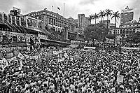 Comício da campanha por eleições Diretas Já no Vale do Anhangabaú. SP. 1984. Foto de Juca Martins.