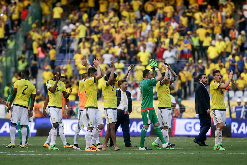 BARRANQUILLA - COLOMBIA -29-03-2016: Jugadores de Colombia celebran el triunfo sobre Ecuador en partido de la fecha 6 para la clasificación sudamericana a la Copa Mundial de la FIFA Rusia 2018 jugado en el estadio Metropolitano Roberto Melendez en Barranquilla./  Players of Colombia celebrate the victory over Ecuador in match of the date 6 for the qualifier to FIFA World Cup Russia 2018 played at Metropolitan stadium Roberto Melendez in Barranquilla. Photo: VizzorImage / Ivan Valencia / Cont
