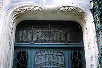 Hector Guimard: Hotel Mezzara, Paris 1911. Door detail. Photo '90.