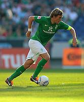 FUSSBALL   1. BUNDESLIGA   SAISON 2011/2012    8. SPIELTAG Hannover 96 - SV Werder Bremen                             02.10.2011 Clemens FRITZ (SV Werder Bremen) Einzelaktion am Ball