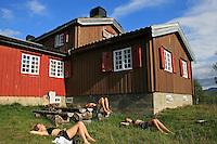 Skarvene og Roltdalen nasjonalpark. Disse svenske vandrerne fra Karlstad syntes det var stas med ei så stor og flott turisthytte som Schulzhytta midt i villmarken.