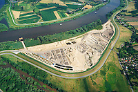 Kreetsand: EUROPA, DEUTSCHLAND, HAMBURG 10.07.2014:  Das IBA-Projekt Kreetsand, ein Pilotprojekt im Rahmen des Tideelbe-Konzeptes der Hamburg Port Authority (HPA), soll auf der Ostseite der Elbinsel Wilhelmsburg zusaetzlichen Flutraum für die Elbe schaffen. Das Tidevolumen wird durch diese strombauliche Massnahme vergroessert und der Tidehub reduziert. Gleichzeitig ergeben sich neue Moeglichkeiten für eine integrative Planung und Umsetzung verschiedenster Interessen und Belange aus Hochwasserschutz, Hafennutzung, Wasserwirtschaft, Naturschutz und Naherholung. Das Projekt Kreetsand wird vor diesem Hintergrund auch einen Teil des IBA-Projekts Deichpark-Elbinsel darstellen. Bei dem Projekt werden diese Aspekte für die gesamte Elbinsel analysiert und vorteilhafte Maßnahmen und Strategien fuer die Kombination der verschiedenen Anforderungen entwickelt.