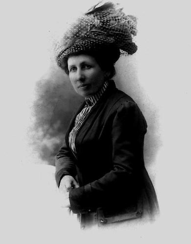 Carlota Soliere, 1912, madre de Abigail Mejía. Barcelona. Fotografía París. Colección Fernández Nivar