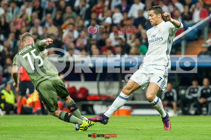 Legia Warszawa's Thibault Moulin Real Madrid's Cristiano Ronaldo during the match of UEFA Champions League group stage between Real Madrid and Legia de Varsovia at Santiago Bernabeu Stadium in Madrid, Spain. October 18, 2016. (ALTERPHOTOS/Rodrigo Jimenez) /NORTEPHOTO.COM