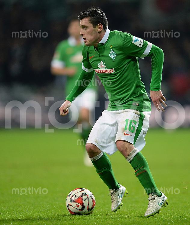 FUSSBALL   1. BUNDESLIGA   SAISON 2014/2015   15. SPIELTAG SV Werder Bremen - Hannover 96                         13.12.2014 Zlatko Junuzovic (SV Werder Bremen) am Ball