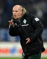 FUSSBALL   1. BUNDESLIGA   SAISON 2011/2012    17. SPIELTAG FC Schalke 04 - SV Werder Bremen                            17.12.2011 Trainer Thomas Schaaf (SV Werder Bremen)  engagiert an der Seitenlinie