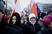WARSZAWA, 17.12.2016. <br /> Przed Sejmem - Manifestacja KOD i partii opozycyjnych w obronie wolnosci mediow i przeciwko reformie szkolnictwa po tym jak PiS przeforsowal powazne ograniczenie dostepu do Sejmu dla dziennikarzy.<br /> Fot. Piotr Malecki / Napo Images<br /> <br /> WARSAW, POLAND, DECEMBER 17, 2016:<br /> Woman holds a sign saying &quot;Kaczynski - A lliar&quot; referning to Jaroslaw Kaczynski, Law &amp; Justice head and the effective ruler of Polish government and president.<br /> Demonstration of KOD (Commitee to Defend Democracy) and opposition parties in defence of free media, after ruling party PiS (Law &amp; Justice) imposed an effective ban on the media coverage of most activities happening in Sejm, the Polish parliament.<br /> (Photo by Piotr Malecki / Napo Images)