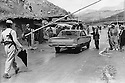 Iraq 1974 <br /> The resumption of hostilities, check point in Nawpurdan on the road to the Iranian border   <br /> Irak 1974 <br /> La reprise de la lutte arm&eacute;e, un check point a Nawpurdan pres de la frontiere iranienne