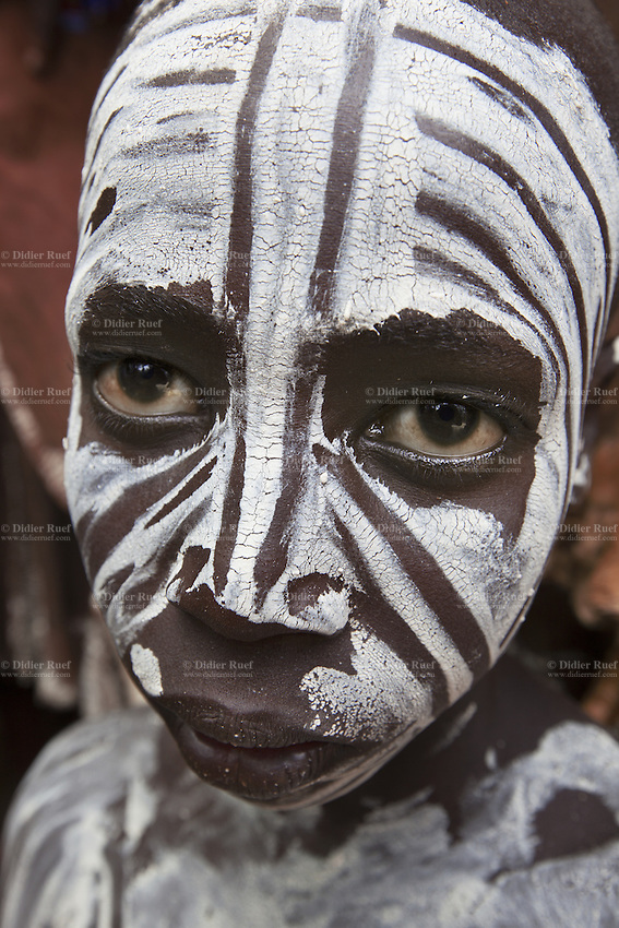 Ethiopia. Southern Nations, Nationalities, and Peoples' Region. Omo Valley. Korcho Village. Kara tribe. Agro-pastoralist group. The Kara men are best known for the elaborate body painting they indulge in before important ceremonies. They paint their faces and bodies in white chalk. The Omo Valley, situated in Africa's Great Rift Valley, is home to an estimated 200,000 indigenous peoples who have lived there for millennia. Amongst them are 1,000 to 2,000 Karo who dwell on the eastern banks of the Omo river. Southern Nations, Nationalities, and Peoples' Region (often abbreviated as SNNPR) is one of the nine ethnic divisions of Ethiopia. 8.11.15 © 2015 Didier Ruef