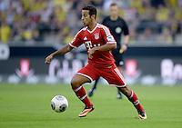 FUSSBALL   1. BUNDESLIGA   SAISON 2013/2014   SUPERCUP Borussia Dortmund - FC Bayern Muenchen           27.07.2013 Thiago Alcantara (FC Bayern Muenchen) Einzelaktion am Ball