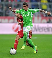 FUSSBALL   1. BUNDESLIGA  SAISON 2011/2012   19. Spieltag FC Bayern Muenchen - VfL Wolfsburg      28.01.2012 Holger Badstuber (li, FC Bayern Muenchen) gegen Mario Mandzukic (VfL Wolfsburg)