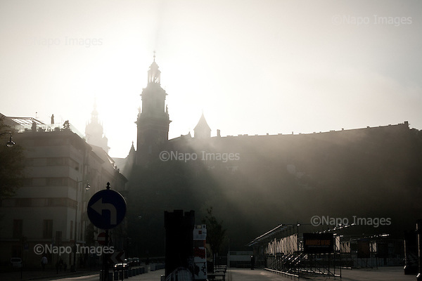 KRAKOW, POLAND, SEPTEMBER 13, 2011:.Early morning view of the Wawel Royal castle. This used to be the residence of Polish kings until the end of 16-th century when the capital was moved to Warsaw..(Photo by Piotr Malecki / Napo Images) ..KRAKOW, 9/2011:.Wawel..Fot: Piotr Malecki / Napo Images