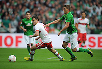 FUSSBALL   1. BUNDESLIGA   SAISON 2012/2013   4. SPIELTAG SV Werder Bremen - VfB Stuttgart                         23.09.2012        William Kvist (li, VfB Stuttgart) gegen Nils Petersen (re, SV Werder Bremen)