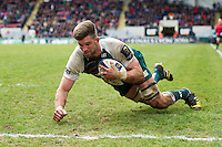 Mike Fitzgerald of Leicester Tigers scores a try in the second half. European Rugby Champions Cup quarter final, between Leicester Tigers and Stade Francais on April 10, 2016 at Welford Road in Leicester, England. Photo by: Patrick Khachfe / JMP