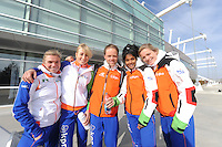 SCHAATSEN: SALT LAKE CITY: Utah Olympic Oval, 14-11-2013, Essent ISU World Cup, training, Linda de Vries (NED), Annouk van der Weijden (NED), Johan de Wit (trainer/coach) Team Project 2018), Anice Das (NED), Manon Kamminga (NED), ©foto Martin de Jong