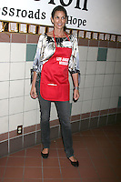 Cindy Crawford at the LA Mission Thanksgivng Feeding of the Homeless in    Los Angeles, CA.November 26, 2008.©2008 Kathy Hutchins / Hutchins Photo....