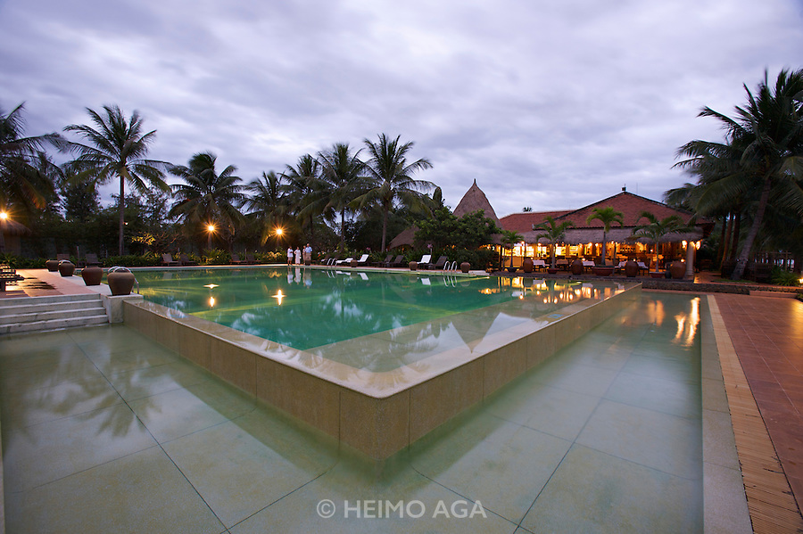 Evason Ana Mandara & Six Senses Spa ? Nha Trang. Beach Restaurant and pool.