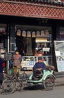 Asie/Chine/Jiangsu/Nankin/Quartier du temple de Confucius&nbsp;: Conducteur de cyclopousse attendant les clients<br /> PHOTO D'ARCHIVES // ARCHIVAL IMAGES<br /> CHINE 1990