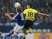 FUSSBALL   1. BUNDESLIGA   SAISON 2012/2013    25. SPIELTAG FC Schalke 04 - Borussia Dortmund                         09.03.2013 Teemu Pukki (li, FC Schalke 04) gegen Nuri Sahin (re, Borussia Dortmund)