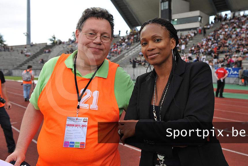 Football Club Feminin Juvisy Essonne - Olympique Lyon :.Maryan Mahieu met Laura Flessel.foto DAVID CATRY / JOKE VUYLSTEKE / Vrouwenteam.be