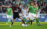 FUSSBALL   1. BUNDESLIGA   SAISON 2011/2012   27. SPIELTAG SV Werder Bremen - FC Augsburg                        24.03.2012 Axel Bellinghausen (li, Augsburg) gegen Markus Rosenberg (re, SV Werder Bremen)