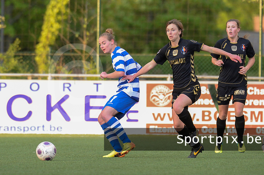 AA Gent - Telstar :<br /> <br /> Karin Legemate (R) probeert voor bij Jessie Taets (L) te geraken<br /> <br /> foto Dirk Vuylsteke / Nikonpro.be