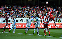 Fussball 2. Bundesliga:  Saison   2012/2013,    3. Spieltag  1. FC Kaiserslautern - TSV 1860 Muenchen   26.08.2012 (v. li.) Mohamadou Idrissou (1. FC Kaiserslautern)  gegen Necat Ayguen (1860 Muenchen) und Mathias Abel (1. FC Kaiserslautern)