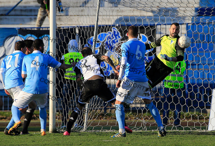 Fudbal Jelen Super League season 2015-2016<br /> Spartak v Partizan<br /> Goalkeeper Budimir Janosevic (R)<br /> Subotica, 29.11.2015.<br /> foto: Srdjan Stevanovic/Starsportphoto&copy;