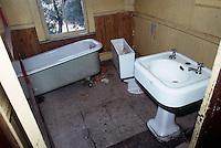 1986 July ..Redevelopment.Huntersville 1&2 (R-70)..744 A AVENUE.INTERIOR EXISTING...NEG#.NRHA#..
