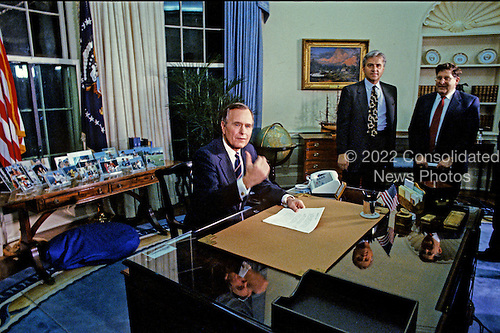 United States President George H.W. Bush poses for photographers following his speech to announce a cease-fire in the ground operations of Operation Desert Storm in the Oval Office of the White House in Washington, D.C. on February 27, 1991..Credit: Arnie Sachs / CNP