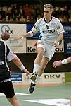 Handball Herren, 1.Bundesliga 2003/2004 Goeppingen (Germany) FrischAuf! Goeppingen - Wilhelmshavener HV (25:27) Dragos Oprea (FAG) spatziert durch die Luft.
