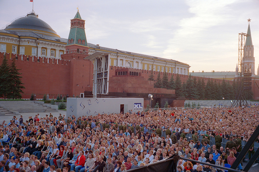 Moscow, Russia, 24/05/2003..Thousands of Russians pack Red Square to see rock legend Sir Paul McCartney perform his first-ever concert in the former Soviet republic.