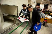"""Roma  24  Dicembre 2010.Ostello """"Don Luigi Di Liegro"""" in Via Marsala..Un ospite della mensa Caritas di Via Marsala..A guest of the refectory Caritas of Street Marsala.."""