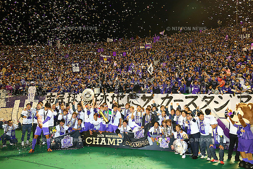Sanfrecce Hiroshima team group (Sanfrecce), <br /> DECEMBER 5, 2015 - Football / Soccer : <br /> 2015 J.League Championship Final 2nd leg match<br /> between Sanfrecce Hiroshima - Gamba Osaka<br /> at Hiroshima Big Arch in Hiroshima, Japan.<br /> (Photo by Shingo Ito/AFLO SPORT)