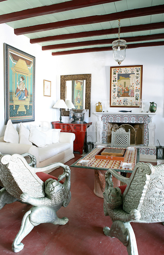 A successful lawyer who was involved with the art world discovered the Greek island of Paros when just a teenager. Years later he returned to build his house next to the sea. He brought with him his taste for art and design from the contemporary Parisian scene mixed with some Moroccan  and oriental influence