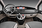 Straight dashboard view of a 2011 Peugeot 807 SV Executive Minivan Stock Photo