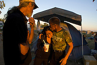 Camp Hope, eine Zeltstadt fuer Obdachlose in Ontario, Kalifornien.vlnr: Bob King, Imelda Caluag und David James..Fotos © Stefan Falke..Camp Hope, a  tent city for the homeless in Ontario, California.from left to right: Bob King, Imelda Caluag and David James